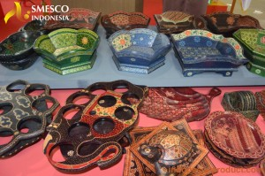 antique-wood-craft-in-batik