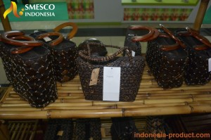 hanmade-bag-from-coconut