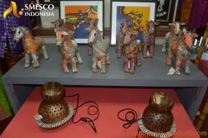 wood-miniature-in-batik-motif